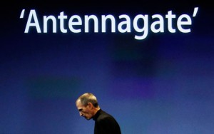 Steve Jobs And Antennagate